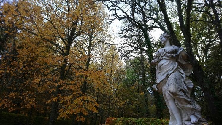 estatua jardín